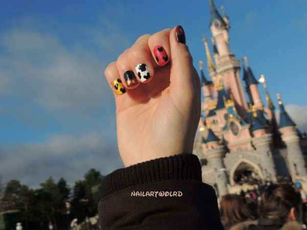 ✦ Disney Nail Art - Mickey. ✦