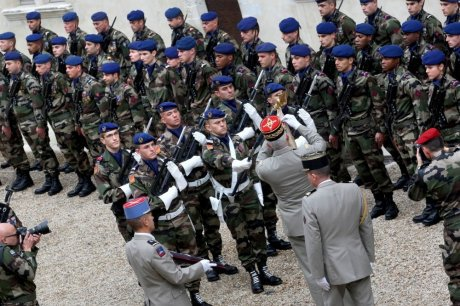 LES FORCES SPECIALES DE L ' ARMEE DE TERRE AURONT LEUR ECOLE A PAU