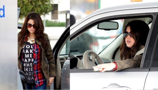 19 novembre 2012 : Selena et Justin arrivent au Club Bootsy Bellows, à Los Angeles, Californie