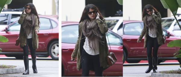 17 décembre 2012 : Selena et Ashley Tisdale étaient au Blondie Girl Productions Holiday Party