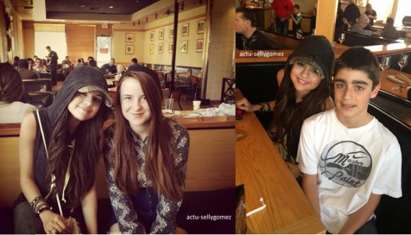 3 mars 2013 : Selena quittant le Coral Tree Cafe avec des amis, à Los Angeles