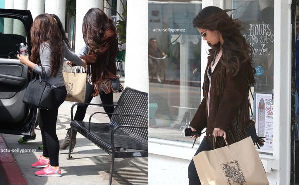 26 mars 2013 : Selena a été vue quittant une boutique, à Venice, en Californie