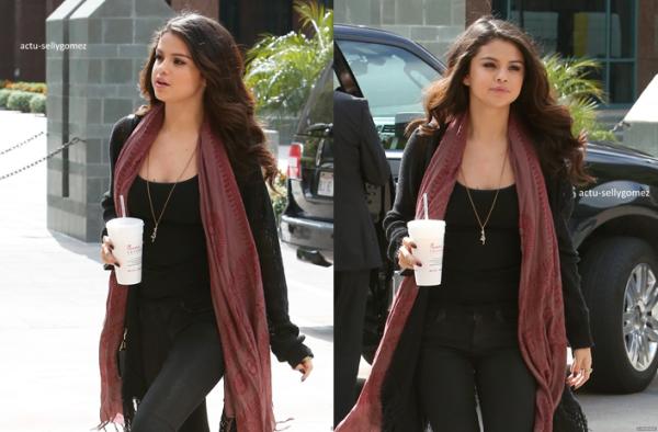 5 avril 2013 : Selena arrivant aux studios NBC, à Los Angeles