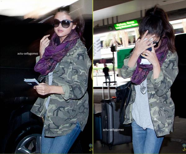 30 avril 2013 : Selena arrivant à l'aéroport LAX, à Los Angeles