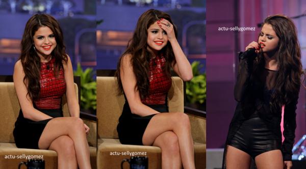 27 juillet 2013 : Selena a été vue se promenant avec sa famille, à Los Angeles
