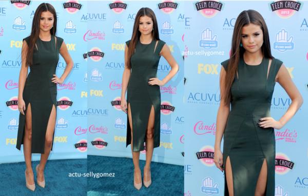 11 août 2013 : Selena était présente aux Teen Choice Awards 2013, à Los Angeles