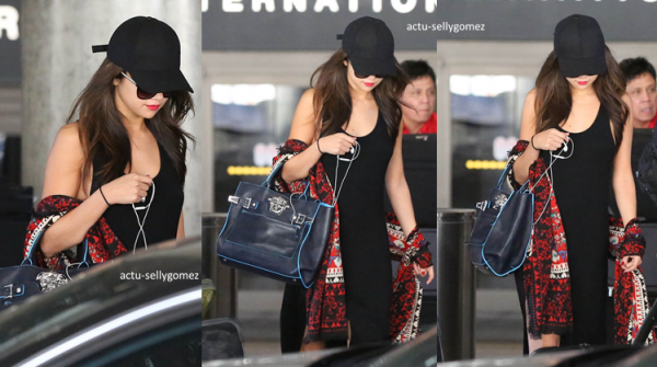 30 septembre 2013 : Selena s'est rendue au RockSugar Pan Asian Kitchen avec sa mère et des amies à Century City, en Californie