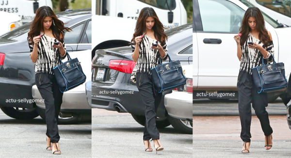 3 octobre 2013 : Selena est allée acheter un café avec sa mère, à Los Angeles