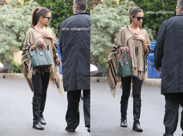 19 décembre 2013 : Selena s'est rendue à un rendez-vous d'affaires, à Los Angeles