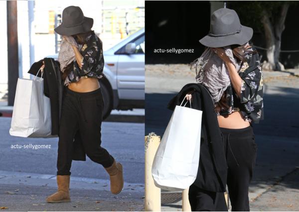 22 décembre 2013 : Selena a été vue arrivant Nine Zero One Salon, à Los Angeles
