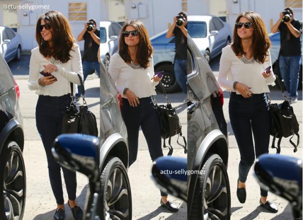 7 février 2014 : Selena a été aperçue quittant un studio de danse, à Los Angeles
