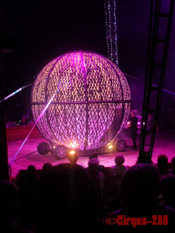Cirque Médrano (COPIE INTERDITE)