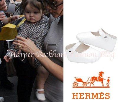 Harper sort de son hotel, (Beijing) le 22.04.2012