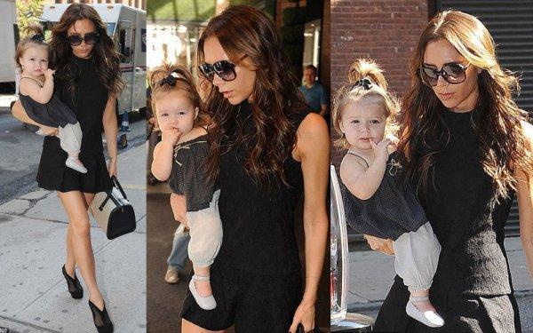 Harper et Mummy font du shopping dans NY, habillées assorties, le 13.09.2012