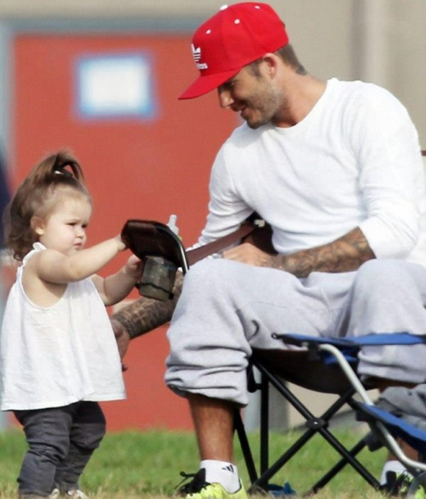 Harper & Daddy regardent les 3 boys jouer au foot à L.A. 22.09.2012