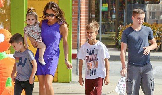 Harper en famille vont acheter les déguisements d'Halloween, à L.A. le 9.10.12