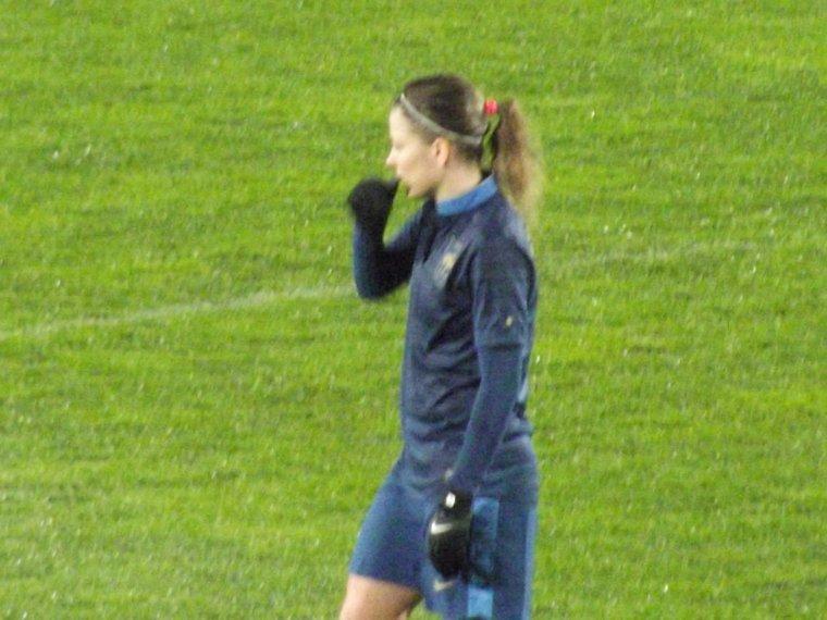 Laurette avec les Bleues lors du match france/canada le 4 avril 2013