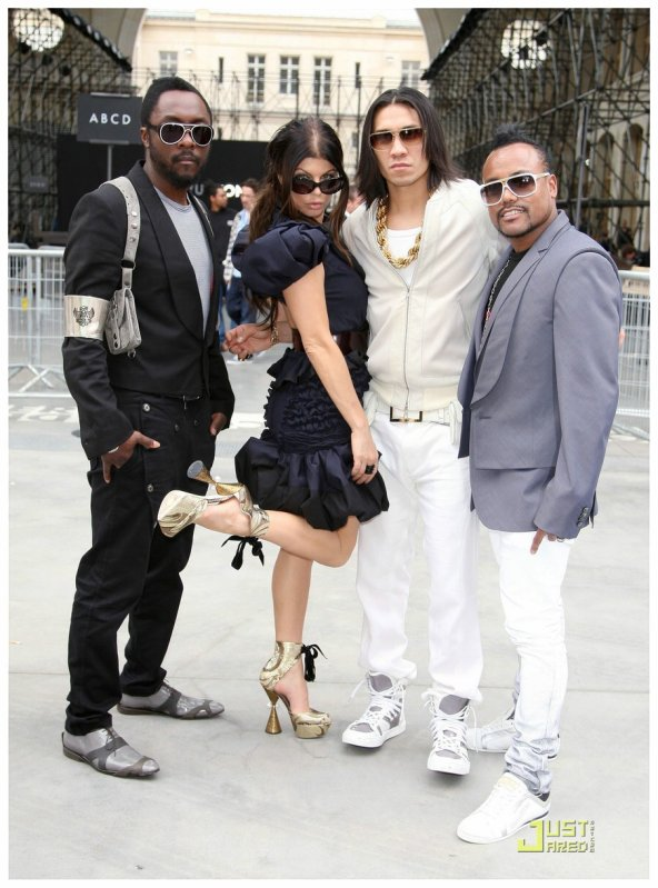 Les Black Eyed Peas à Paris. Paris Menswear Fashion Week's Louis Vuitton Spring/Summer 2010