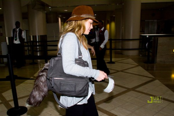 Hilary Duff à l'aéroport. Los Angeles