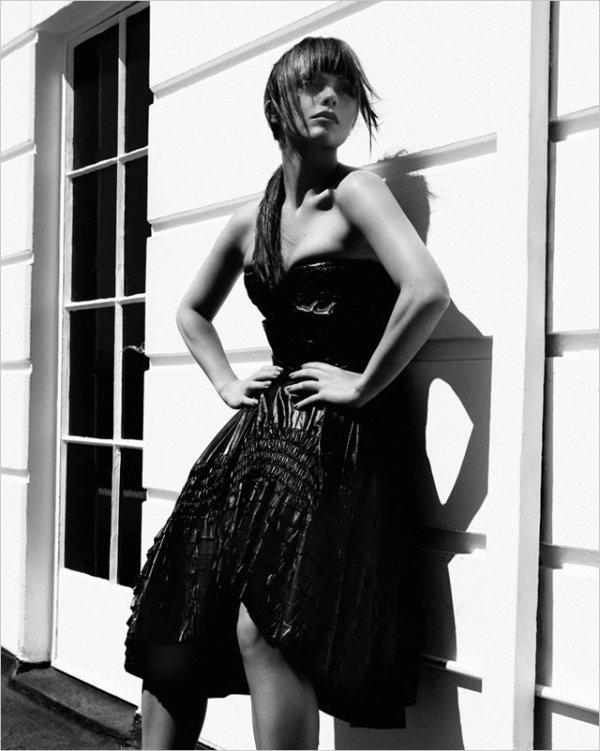Christina Ricci pose pour Blackbook Magazine.