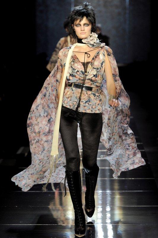 Un petit aperçu de la FASHION WEEK.  Jean Paul Gaultier : prêt-à-porter printemps-été 2011