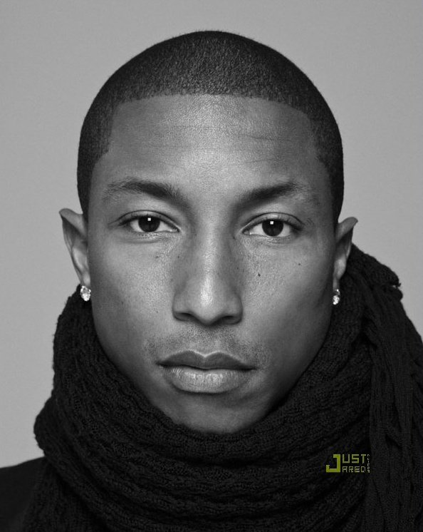Pharrell Williams pose pour Paper Magazine.