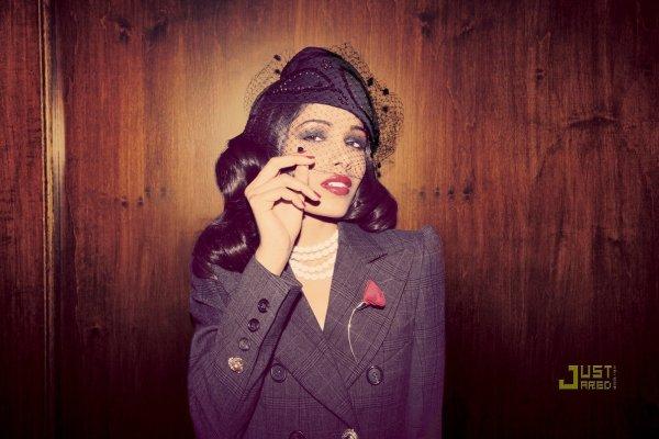 Freida Pinto pose pour Blackbook Magazine.