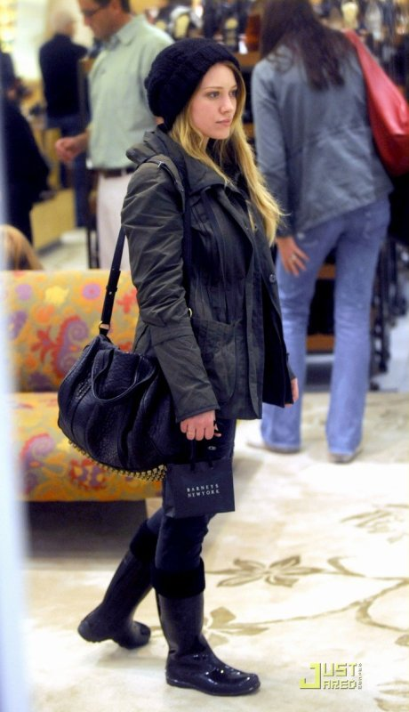Hilary Duff fait du shopping chez Barneys New York. Beverly Hills