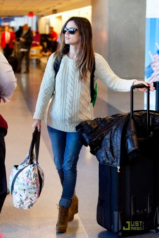 Rachel Bilson à l'aéroport.