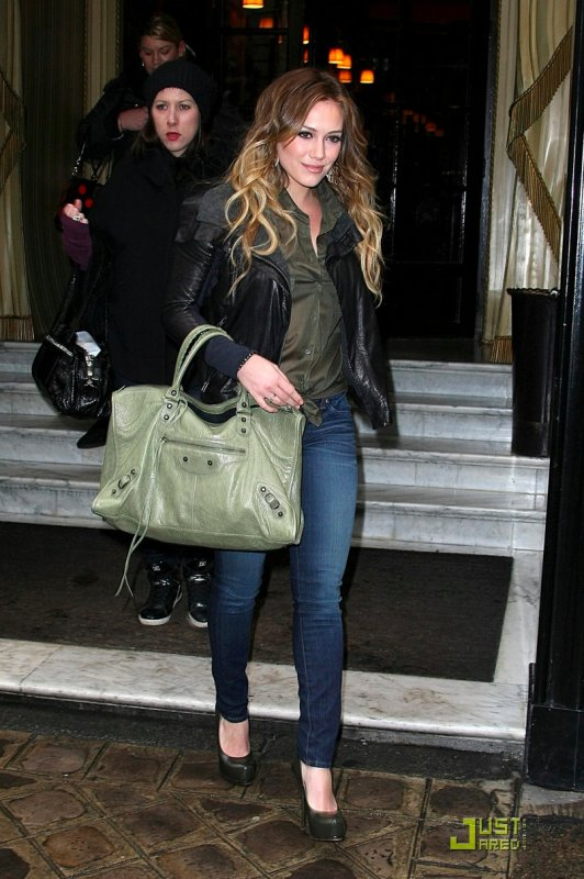 Hilary Duff de sortie à Paris.