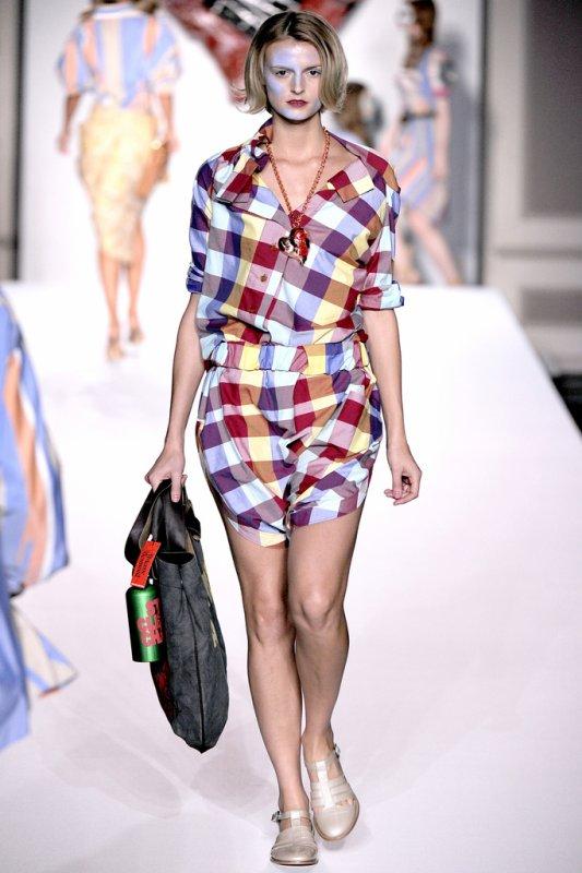 Un petit aperçu de la FASHION WEEK.  Vivienne Westwood Red Label : prêt-à-porter printemps-été 2011