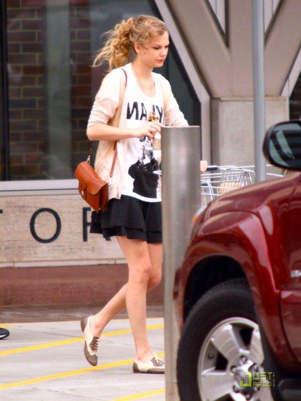 Taylor Swift fait des courses. Nashville