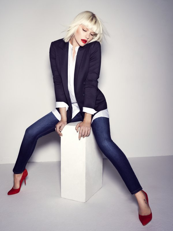 Micky Green pose pour Mango.