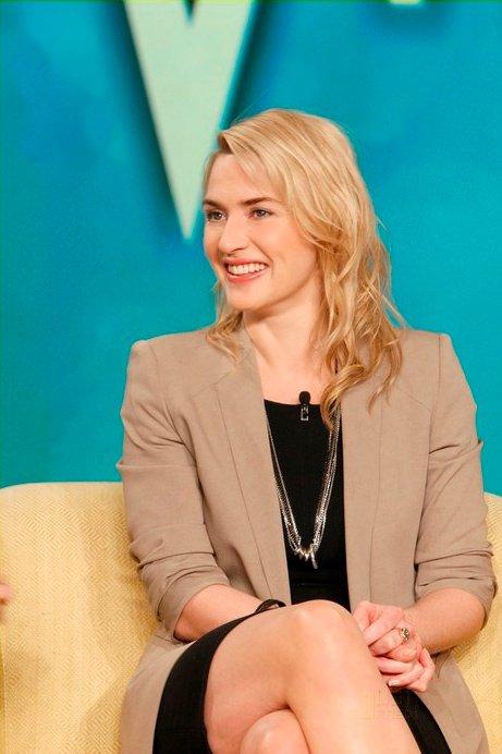 Kate Winslet sur un plateau télé.