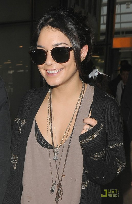 Vanessa Hudgens à l'aéroport. Los Angeles