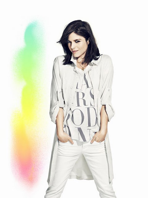 Selma Blair pose pour H&M. H&M Fashion Against AIDS 2011