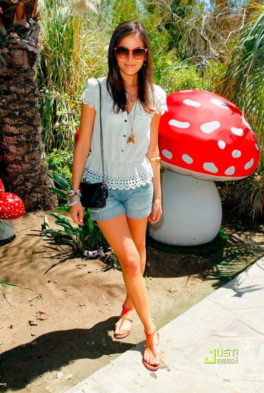 Coachella Music Festival  Nicole Richie / Camilla Belle