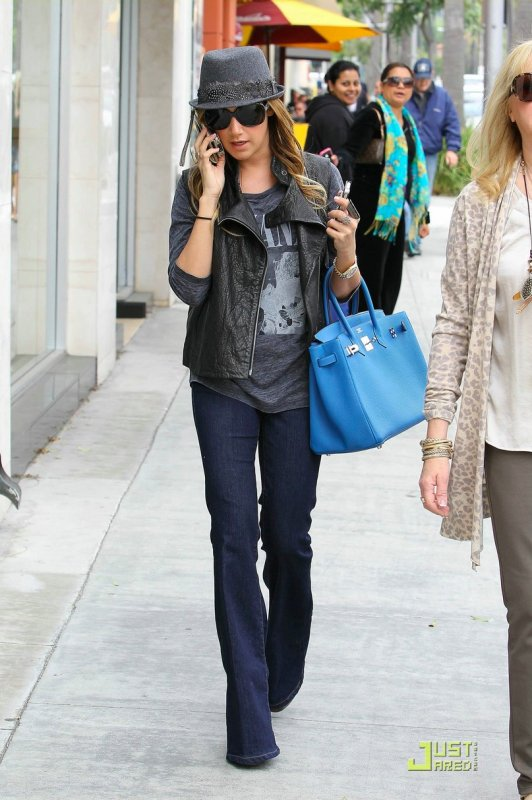 Ashley Tisdale de sortie. Beverly Hills