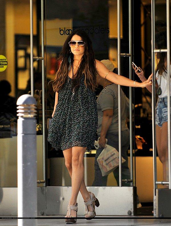 Vanessa Hudgens de sortie.