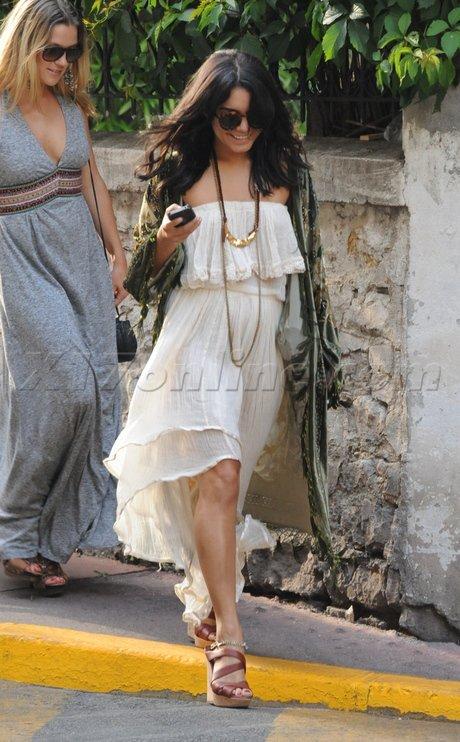 Vanessa Hudgens de sortie. Cannes