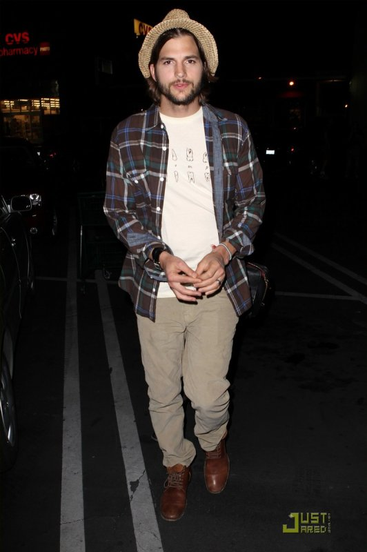 Ashton Kutcher de sortie. Californie