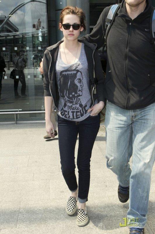 Kristen Stewart à l'aéroport. Londres