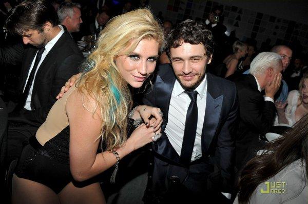 Kesha et James Franco à un évènement.