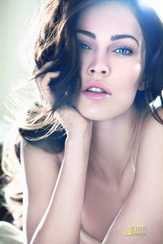 Megan Fox pour Armani Beauty.