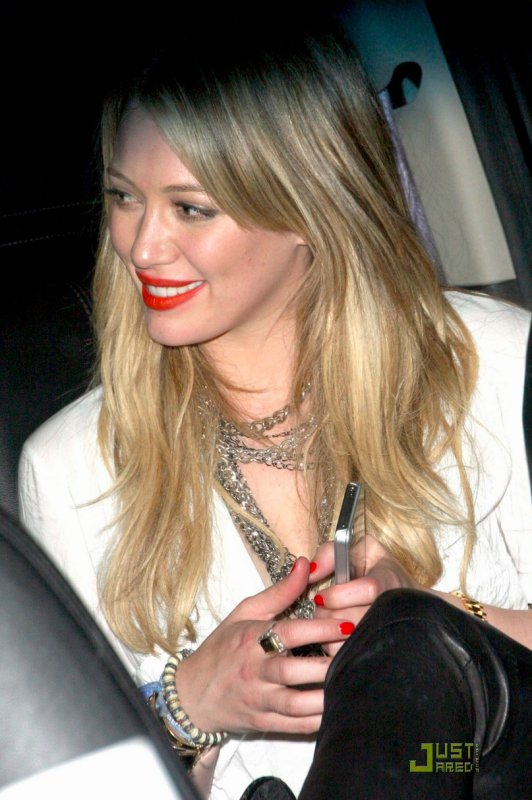 Hilary Duff quitte une fête. Hollywood