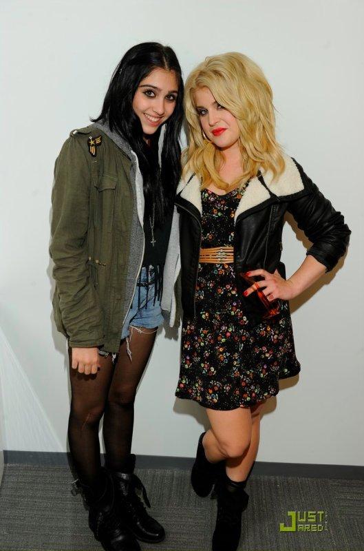 Lourdes Leon et Kelly Osbourne font la promo de Material Girl.