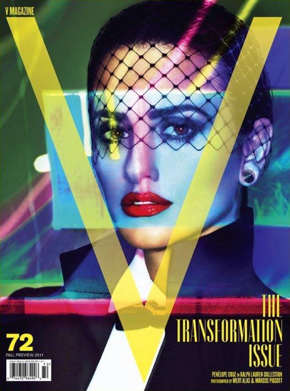 Penelope Cruz pose pour V magazine.