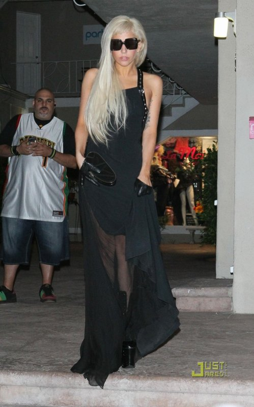 2 tenues de Lady Gaga.