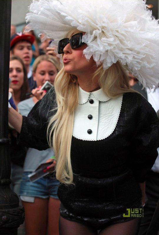 Lady Gaga sort de son hôtel. New York