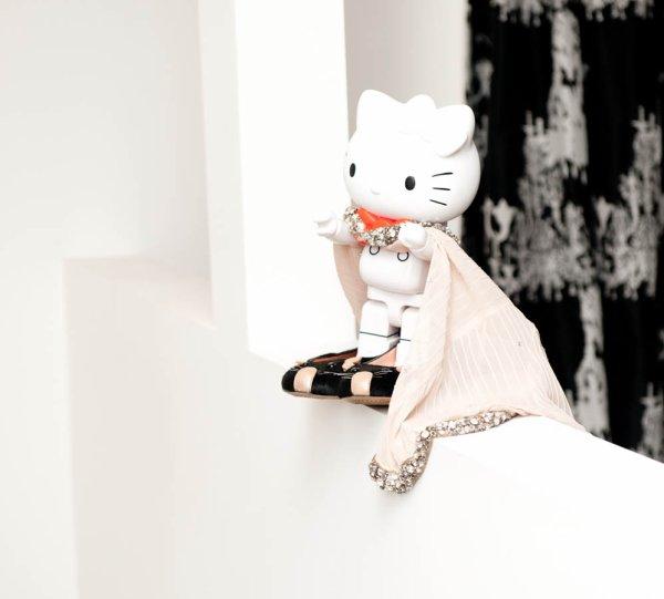 A la manière de The Selby, The Coveteur s'invite dans l'intimité de personnalités influentes de la mode.  Dans leur dressing plus exactement.  J'adore la manière dont les vêtements et la deco sont mis en scène. *THE COVETEUR : Nicky Hilton (l)